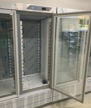 armario de dos puertas refrigerada