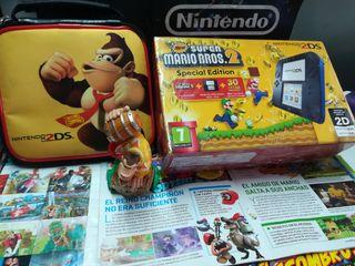 Nintendo 2 DS en su caja y funda