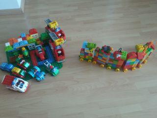 Piezas Lego Duplo y plancha