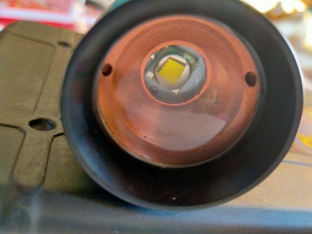 Linterna led Cree XM-L T6 de 2000 lumens y zoom