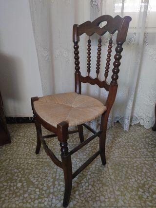 Sofá y sillas antiguos