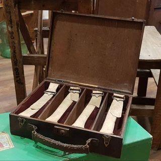 Antiguo maletín de madera