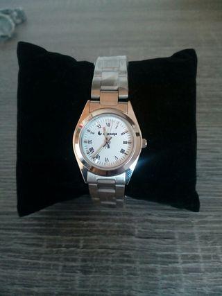 Reloj de mujer sin usar en acero inoxidable