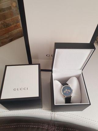 Reloj Gucci Abeja en negro