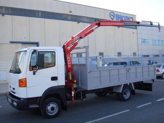 Nissan Atleon con grúa FASSI de 5600 kg PMA