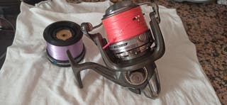 Carrete Pesca DAIWA Z5000 con dos bobinas.