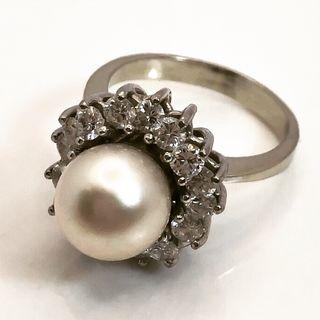 Anillo Oro Blanco 18kt diamantes y perla.