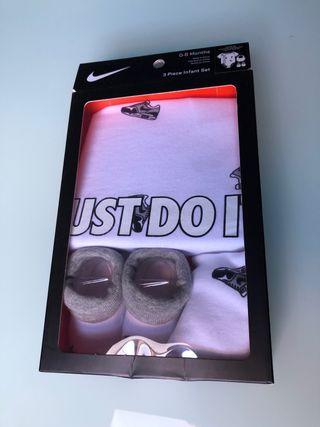 Conjunto de Body Nike nuevo talla 0-6 meses