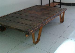 mesa baja palet industrial años 60