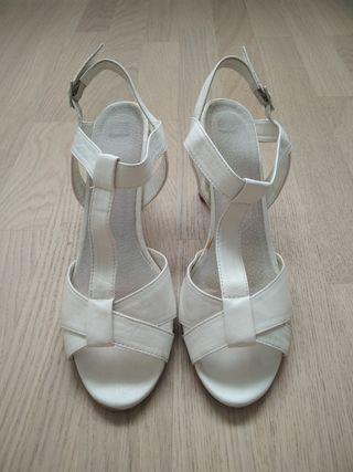 Sandalias blancas piel