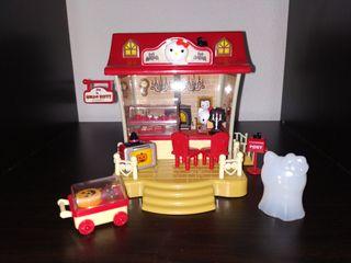 Casa Restaurante Hello Kitty tematica Halloween.