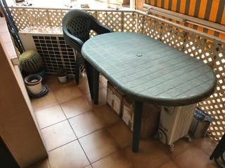 Mesa y sillas jardín