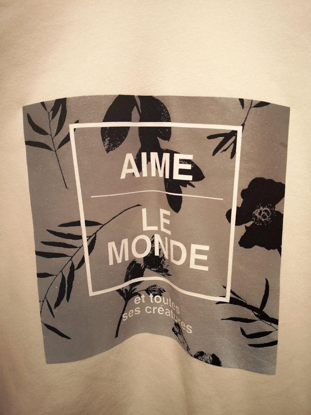Aime Le Monde Sweater