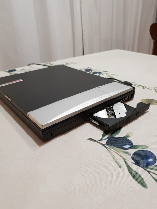 Ordenador portátil viejo Compaq Evo N600c