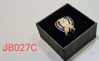 Anillo de oro de 18K con zafiros y brillantes