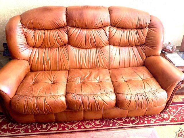 Sofá de piel.