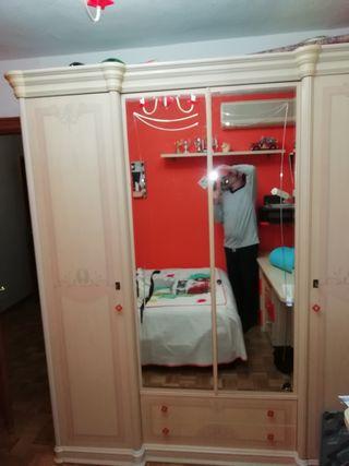 Dormitorio armario cajoneras mesa estudio estanter