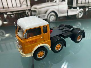 FIAT 690. Tractora