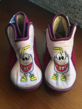 Zapatillas. Pantuflas infantiles casa T 23