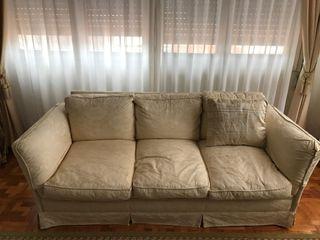 Sofá con tapizado de alta calidad y ribete