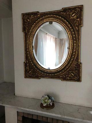 Espejo antiguo restaurado y bien conservado