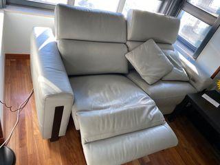 Se vende sofá de piel reclinable USB