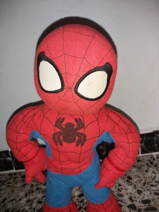 Muñeco Spiderman con pilas