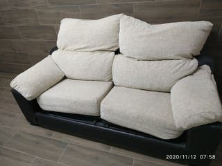 Sofá dos plazas, en tela y piel, respaldó reclinab