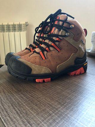 Botas de montaña niño, impermeables. T32