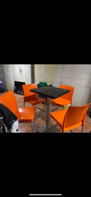 Mesas altas con sillas