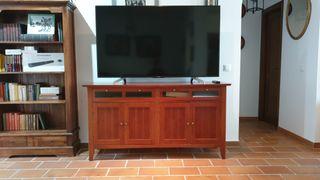 Mueble aparador cajones de madera natural.