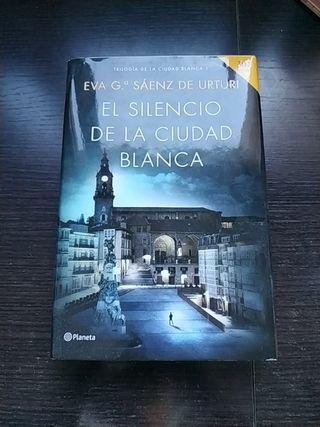 Libro 'El silencio de la ciudad blanca', de Eva G.
