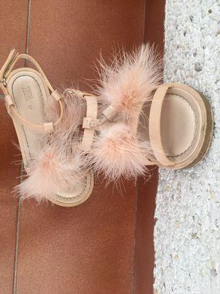 Sandalia zara niña color nude con pompones