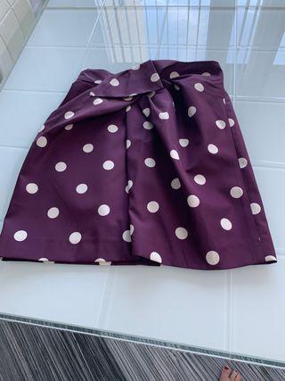Falda morada de lunares
