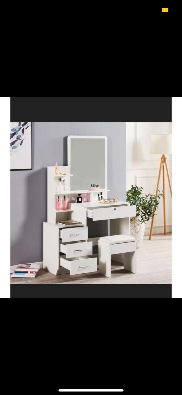 Vanity/Dressing Table