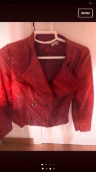 Chaqueta roja estilo cuero , como nueva