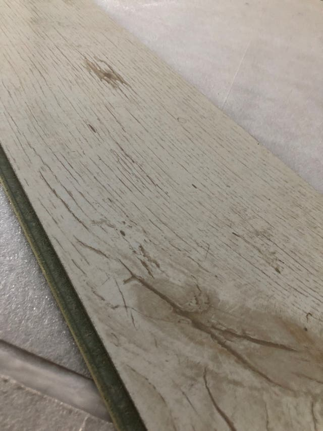 Tarima imitación madera blanca