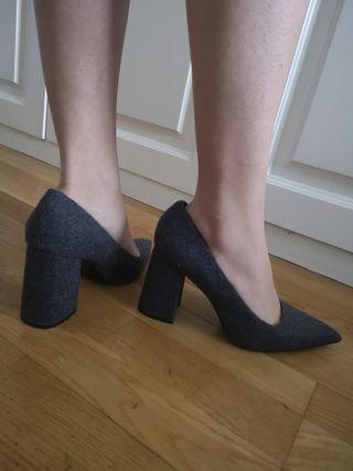 zapatos tacón Grises de Uterque