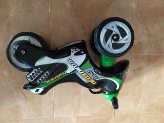 Correpasillos moto doble rueda para niños
