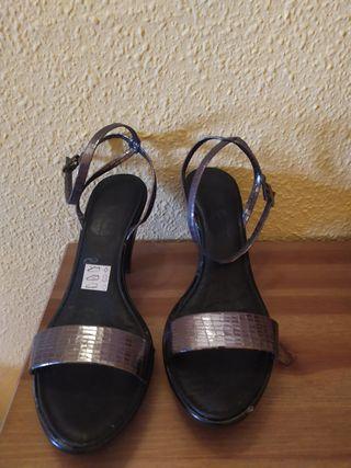sandalia plateada