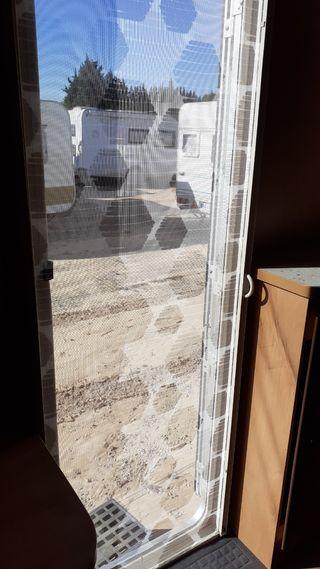 Mosquitera puerta autocaravanas o caravanas.