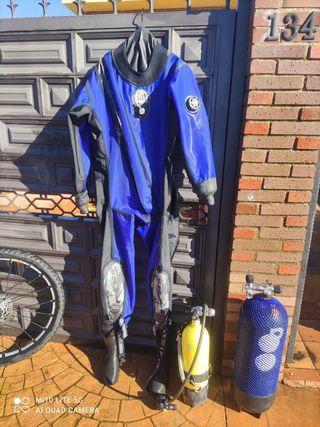 traje seco submarinismo