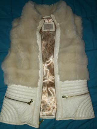 Chaleco de poli piel de Guess blanco.