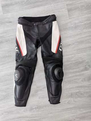 Pantalón moto cuero Dainese Delta 3 talla 48