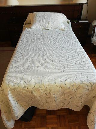 se vende edredón y cojin cama de 90