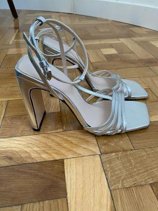 Sandalias tacón plateadas