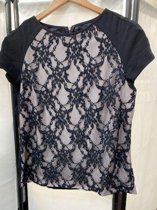 Blusa negra de Zara con encaje
