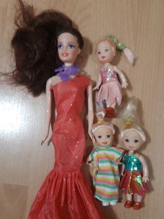 Barbie y 3 hijas