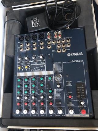 Mesa de mezclas Yamaha MG82CX