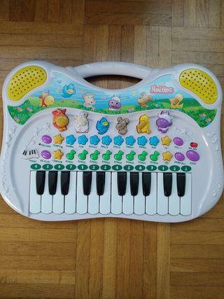 Piano, órgano infantil. Juguettos